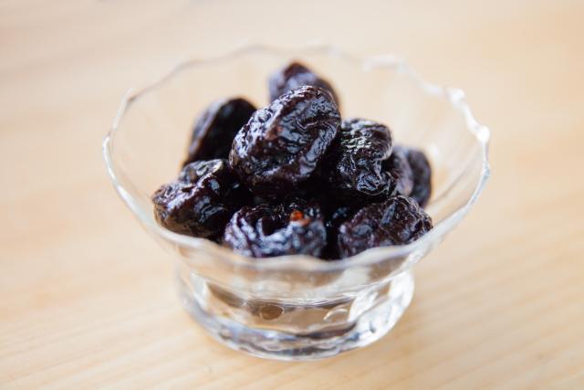 プルーンはダイエット中に食べても大丈夫?意外なカロリーとおいしい食べ方
